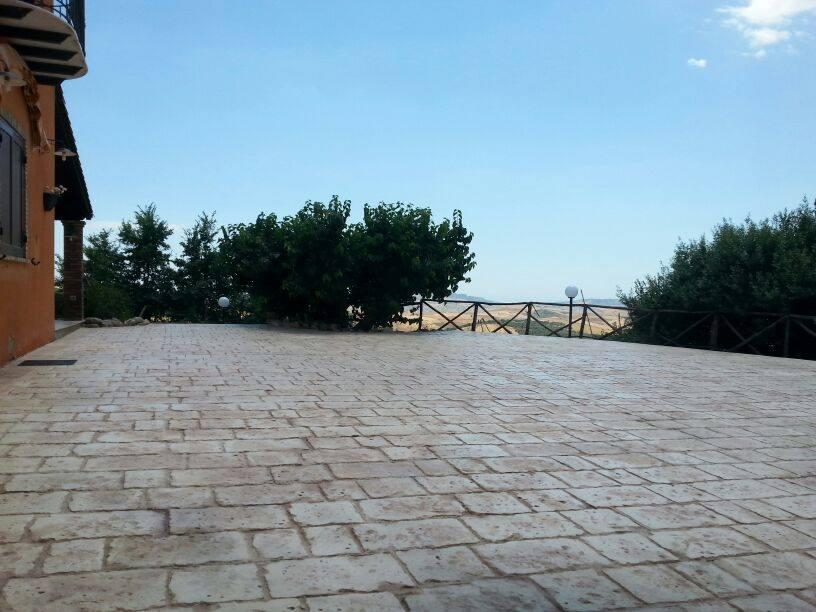 Calcestruzzo Stampato Sicilia : Realizzazione di un piazzale in calcestruzzo stampato aragona