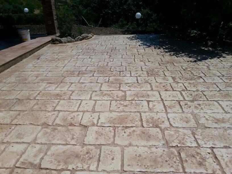 Calcestruzzo Stampato Palermo : Realizzazione di un piazzale in calcestruzzo stampato aragona